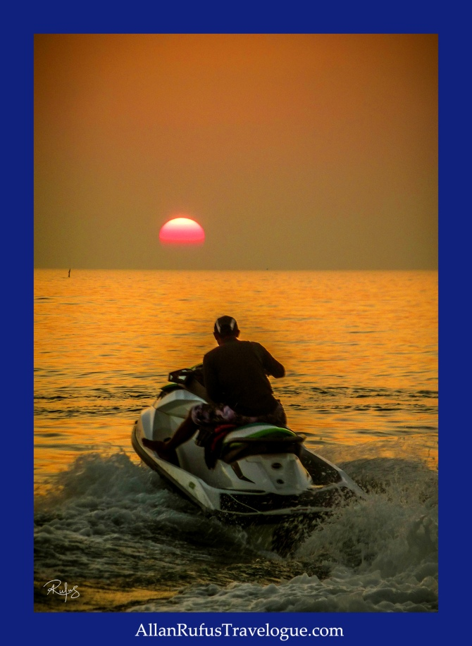 Street Photography - Riding on a jet ski to meet the sun!