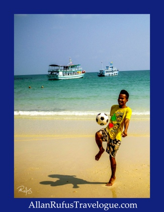 Street Photography - Playing with a football on the beach!